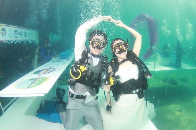 How to Organize a Wedding Underwater?