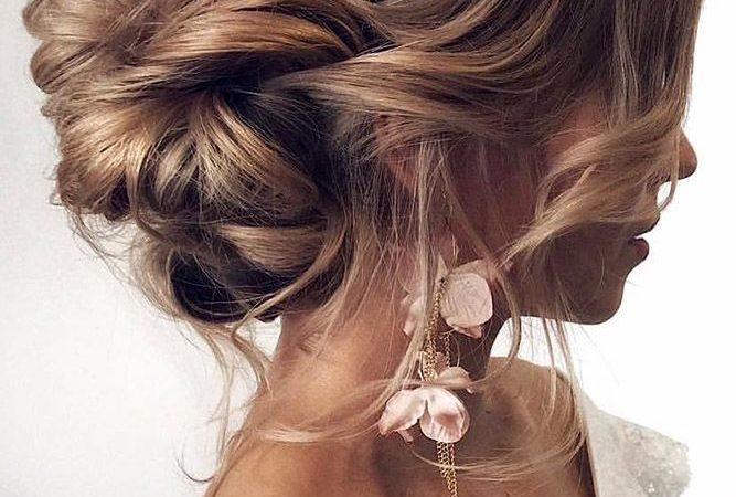 Romantic Updos for the Wedding 2019